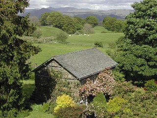 A central Lake District hideaway among fields & gardens, ideal for walkers
