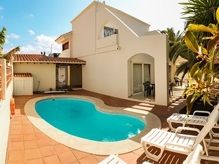 Villa with private pool in town centre, near beach