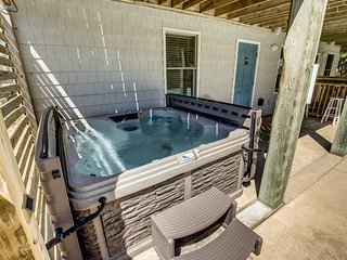 Laughing Duck | 530 ft from the beach | Private Pool, Hot Tub | Duck