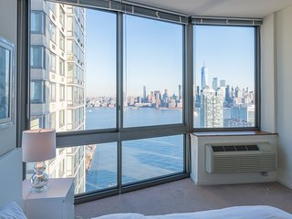 STUNNING NEW YORK CITY AND WTC VIEWS-2B 2BA-ZEN SUITES-42QH