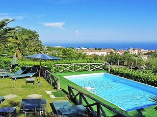 Casa Assuma (A) nice independent apartment with shared pool in Sorrento coast