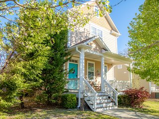 Upscale Cottage in the Heart of Downtown/ Walking Distance from the Yatch Club