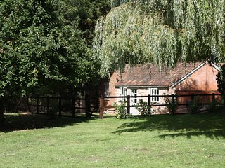Wheeler Cottage, The Rectory Lacock - Comfortable Family Accommodation