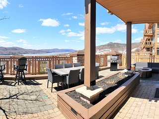 Altitude 170-1- huge terrace-hot tub-on resort