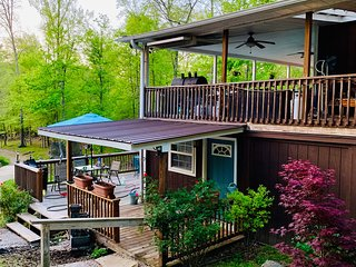 Norris Lake Front! Gated Entry. 28 Mi to Knoxville! Custom Studio + More Spaces.
