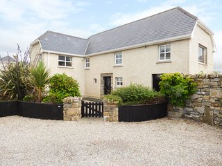 2 FISHERY COTTAGES, large, seaside views, two sitting rooms, in Bundoran