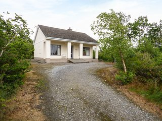 HIDEWAY, all ground floor, open plan, open fire, pet-friendly, near Ballinrobe