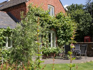 OLD COACH HOUSE, pet friendly, character holiday cottage, with a garden in