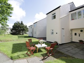 DUNE CHORUS, mid-terrace, open plan, in Harlech, Ref 937094