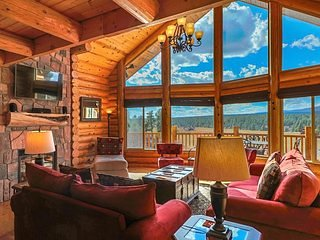 Luxury Colorado Mountain Chalet, Panoramic Mountain Views in National Forest