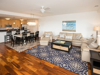 Floor,Flooring,Couch,Furniture,Dining Table