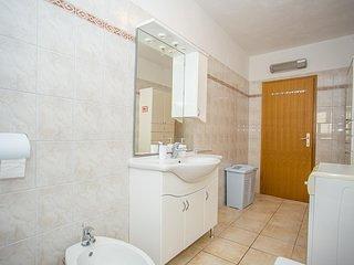 Flooring,Floor,Room,Indoors,Sink