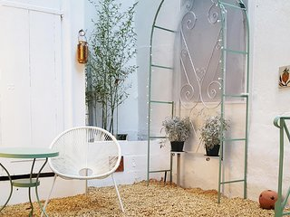 Central Carcassonne Studio Newly Refurbished with Private Courtyard