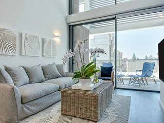 Loft with Floor to Ceiling Windows, Steps to Coogee Beach
