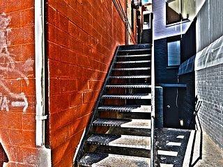 Banister,Handrail,Staircase,Railing,Wall