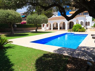 VILLA BLAU MAR 260: Beautiful Villa 5 bedrooms, private pool and spacious garden