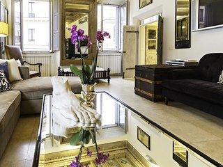 Augustus • Luxury Design Apt in Historical Center