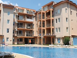 2 Bed Apartment with Roof Terrace, 10 minute walk to beach and night life