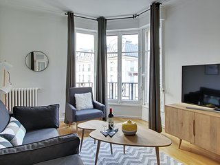 A Superb  2BDR in St Michel / Notre Dame
