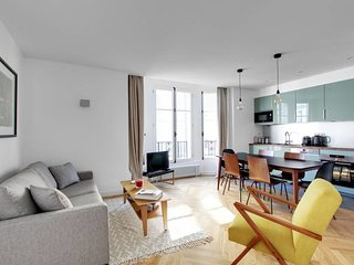 Amazing 70sqm 2BDR / 2BR in St-Michel/Notre Dame