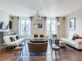 Long Term - 3 bedroom 170sqm,  Cours Albert 1er , Paris 8