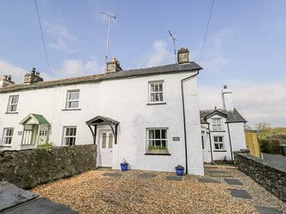 ROSE COTTAGE, open-fire, WiFi, near Ulverston