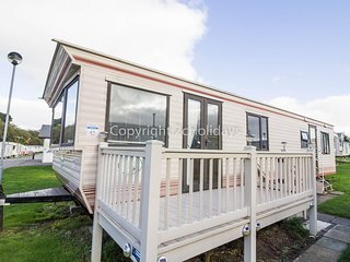 8 berth dog friendly caravan for hire at Kessingland with decking ref 90021 PW