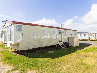 8 berth caravan with a  part sea view at Kessingland holiday park ref 90047SV