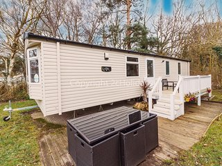 Stunning caravan sleeps 6 with decking at Havens Wild Duck Norfolk ref 11065