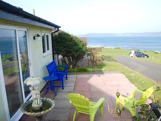 Holiday Chalet On The Beach With Spectacular Views / Quiet