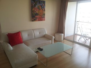 2 Bedroom Condo in the centre of Hua Hin, Internet, cable Tv, Swimming Pool