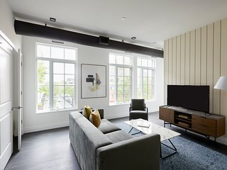 Sonder | The Lamont | Sleek 2BR + Rooftop