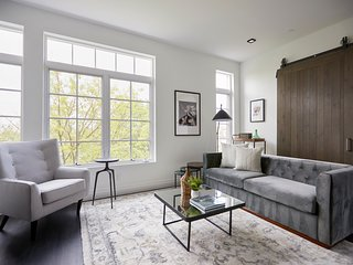 Sonder | The Lamont | Stunning 3BR + Rooftop