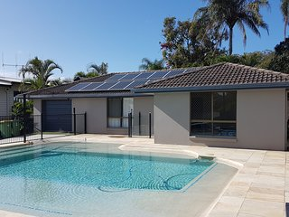 13 Coora Court - Sleeps 6, pool, air con, pets