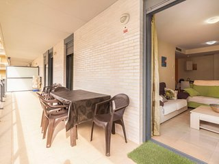 3 bedroom Apartment with Pool, Air Con and Walk to Beach & Shops - 5790777