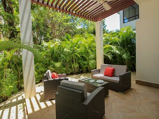 Family 2 BR Condo with Terrace within Golf course by olahola