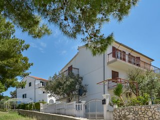 3 bedroom Apartment with Air Con, WiFi and Walk to Beach & Shops - 5789624