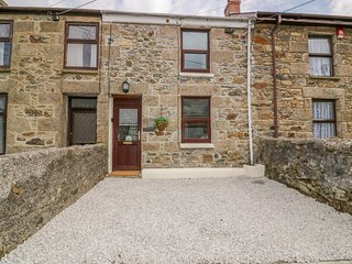 CHURCH COTTAGE, WiFi, Woodburner, Pet-friendly, Lanner