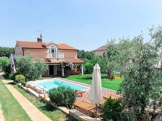 House Petar (KST253)