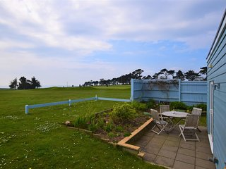 74988 Bungalow situated in Bigbury-on-Sea (1ml NE)