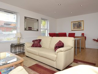 61712 Apartment situated in Torquay