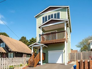 Have Fun at the Beach in This 3 bed Lincoln City Home Sleeping up to 6!