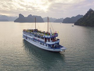 Halong Lapaci Cruises Full Package