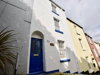 Fisherman's cottage (Salty's). Sleeps 5, 2 min walk to harbour, dogs free, fire