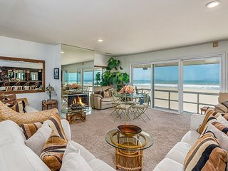 Large Beachfront 6BR w/ 2 Living Rooms, Fireplace & Deck w/ Epic Island Views