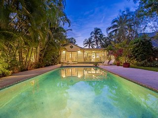 Tropical Oasis w/ Heated Pool - Walk to Las Olas Blvd, 10 Minutes to Beach!