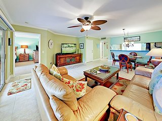 2BR Overlooking Carlin Park - Drive 3 Minutes to Beach, Walk to Dining