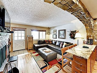 Remodeled Riverside Getaway w/ Hot Tubs, Pool, Clubhouse & Shuttle to Slopes