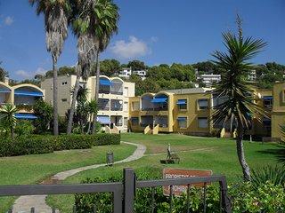 Parte delantera del apartamento vista desde la playa de La Mòra