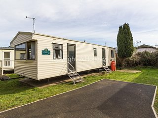 Caravan for hire sleeps 6 near Great Yarmouth in Norfolk,ref 10004G